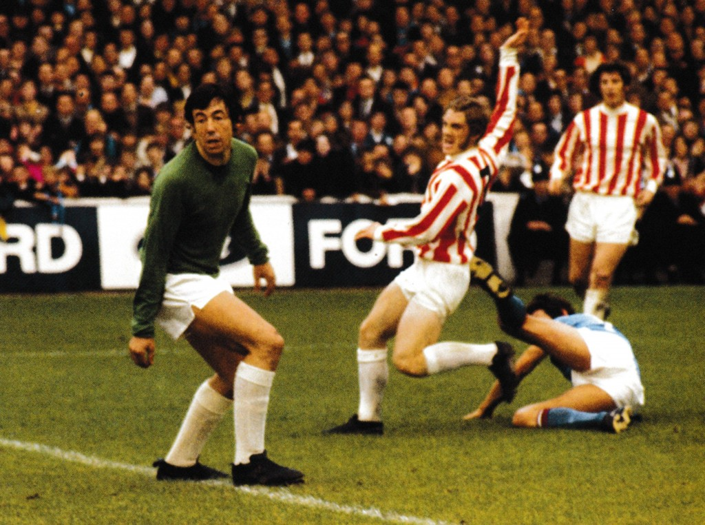 stoke home 1970 to 71 action65