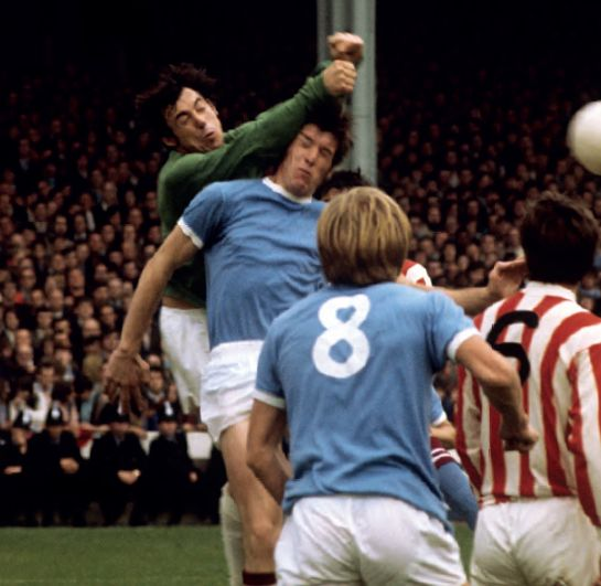 stoke home 1970 to 71 banks save