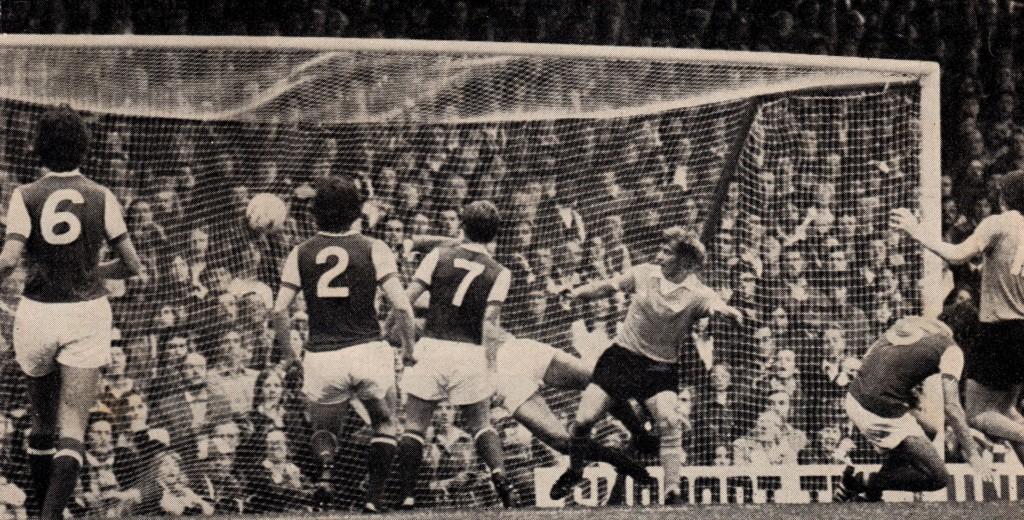 arsenal away 1975 to 76 hartford goal2