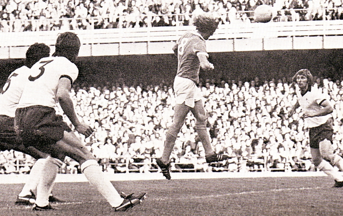 derby away 1975 to 76 action3