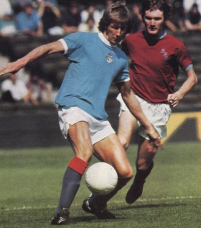 burnley home charity shield 1973 to 74 action2