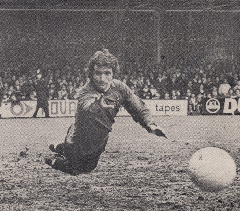 leicester away 1974 to 75 doyle in nets