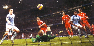 liverpool home 2007 to 08 dunne clears