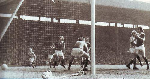 man utd away 1973 to 74 law goal