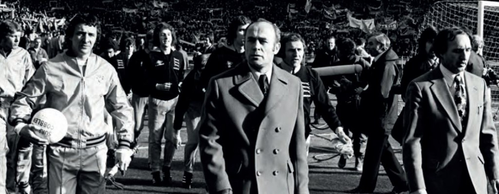 wolves lge cup final 1974 players walk out2