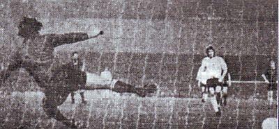 bolton league cup 1971 to 72 jones goals2