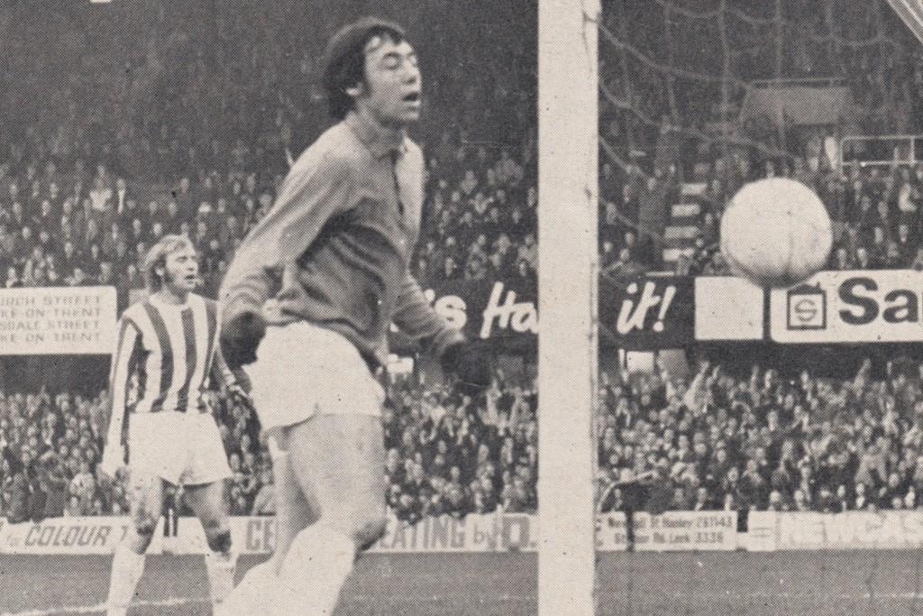 stoke away 1971 to 72 Towers goal