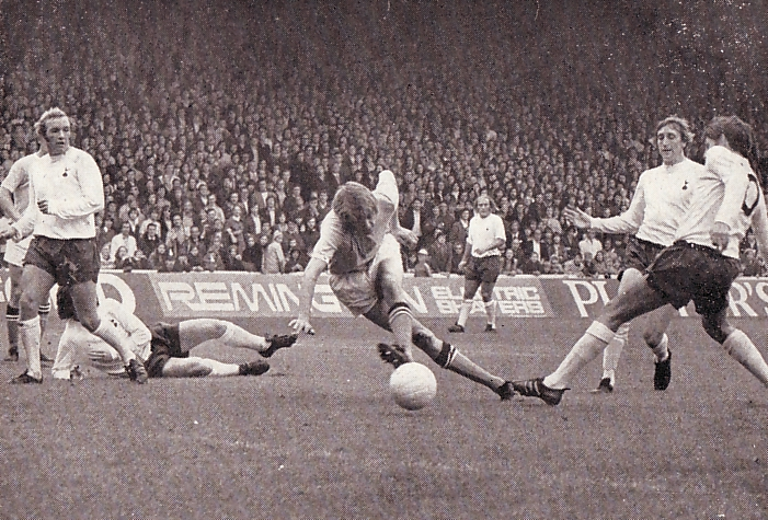 tottenham home 1971 to 72 action