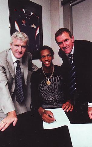 Jo signs July 2008