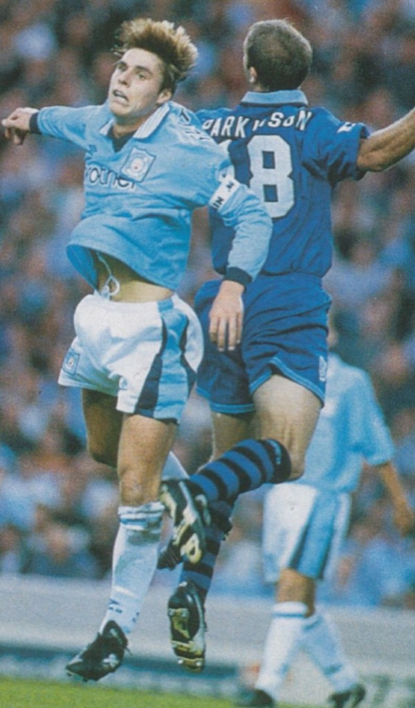 everton home 1995 to 96 action5