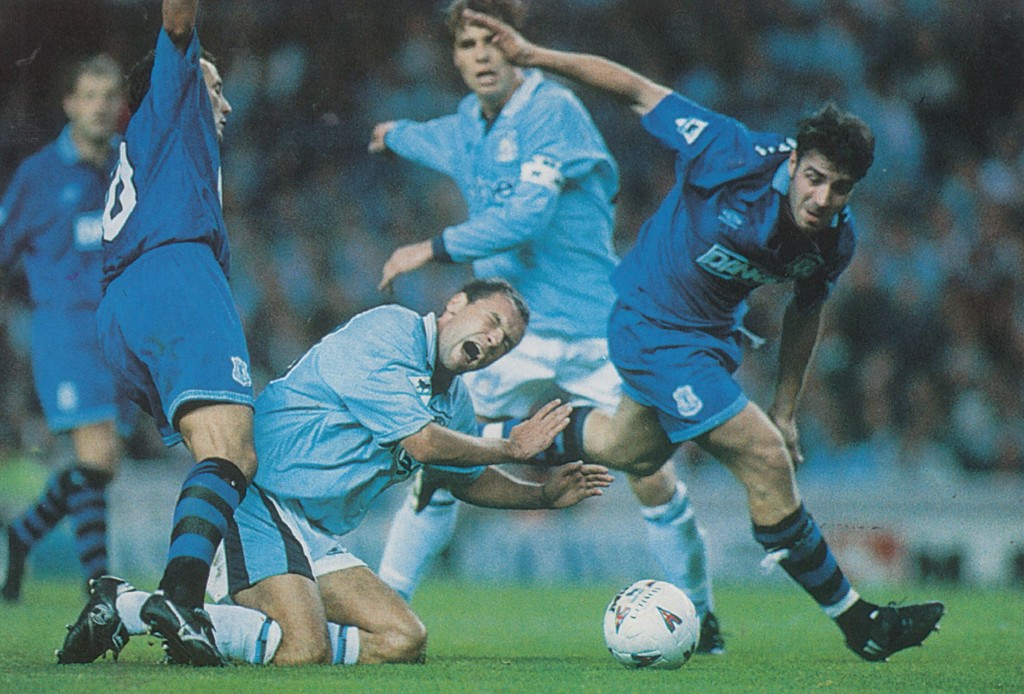 everton home 1995 to 96 action6