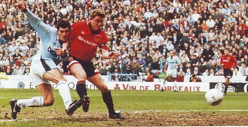 man u home 1995 to 96 Kavelashvili debut goala