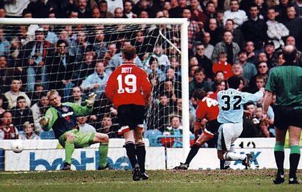 man utd home 1995 to 96 kaveleshvili goal