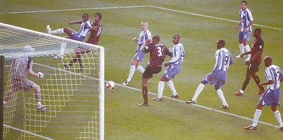 wigan away 2008 to 09 kompany goal