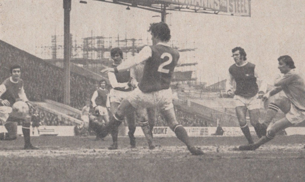 arsenal home 1970 to 71 action 3