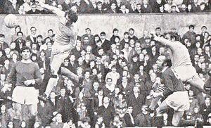 man utd away 1970 to 71 action