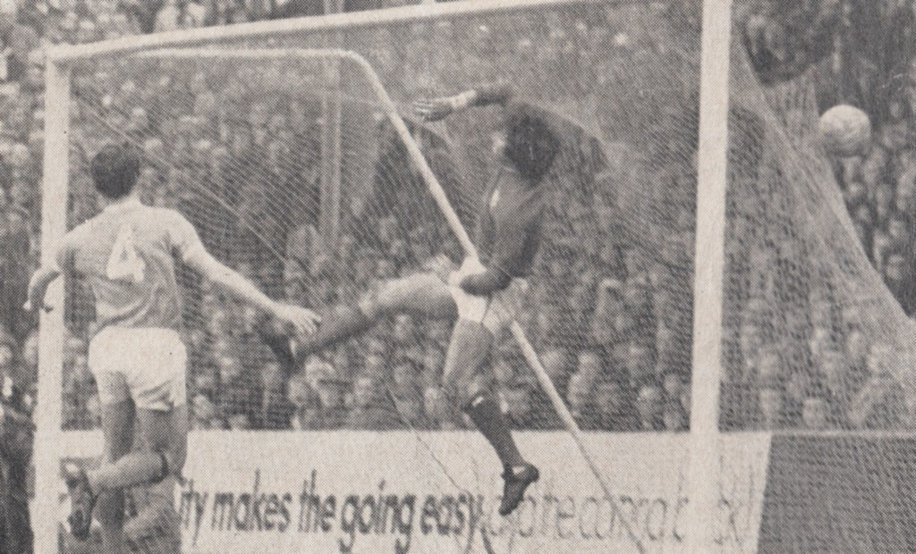 notts forest home 1970 to 71 action 7