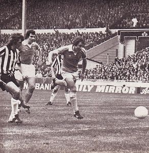 1975-76 league cup final action