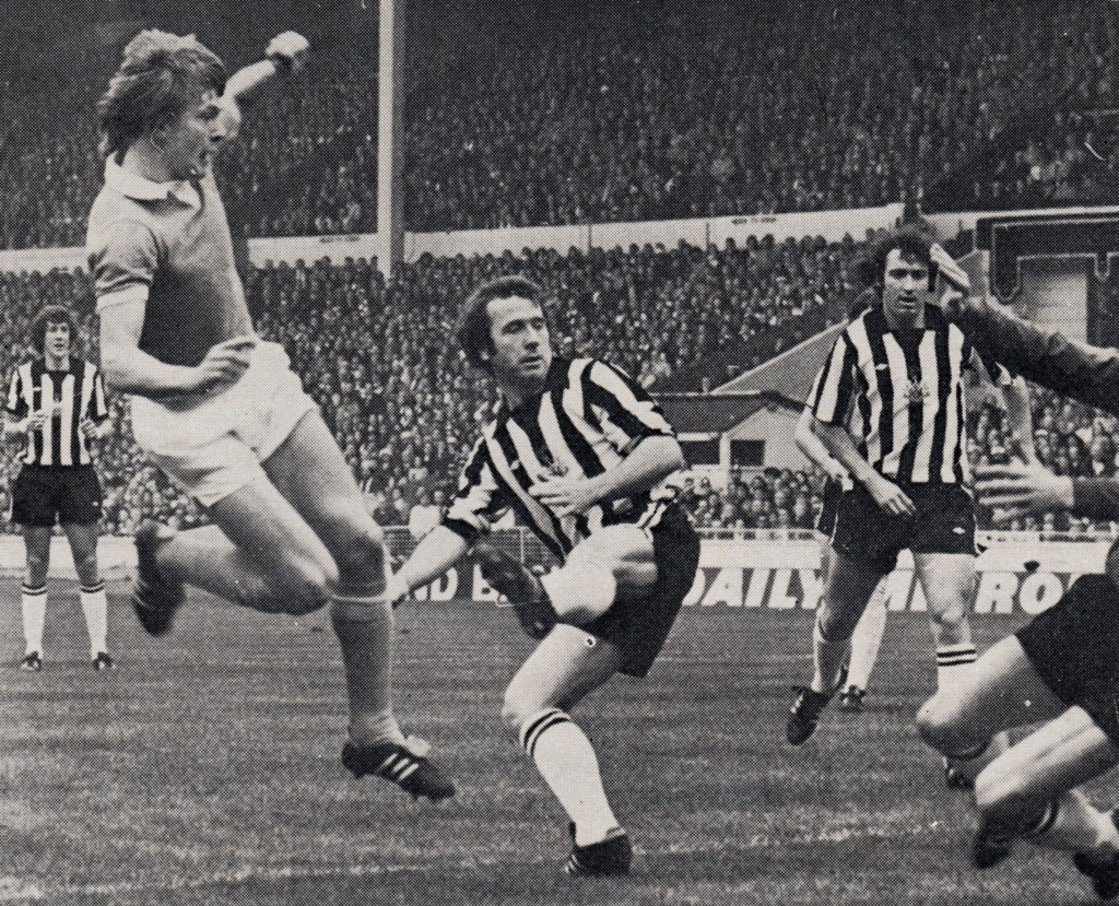 NEWCASTLE LGE CUP final 1976 barnes goal 5