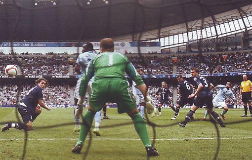 blackburn home 2008 to 09 robinho goal2