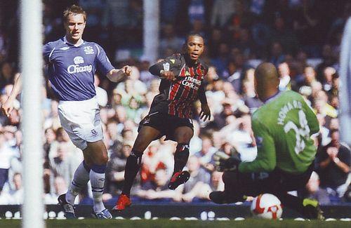 everton away 2008 to 09 robinho goal