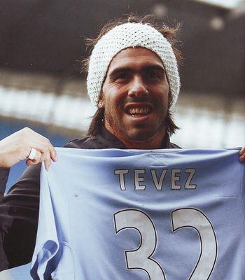 tevez signs 2009