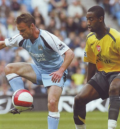arsenal home 2006 to07 action2