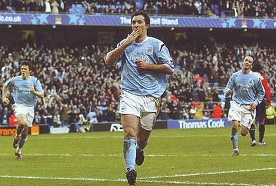 2005-06 utd home fowler 3rd goal2