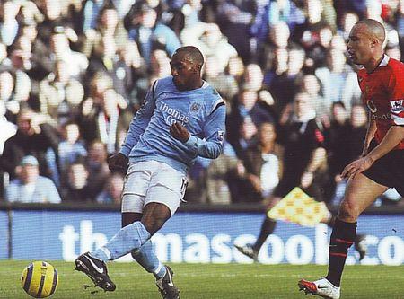 2005-06 utd home vassell goal2