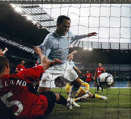 fulham home 2009 to 10 lescott goal2
