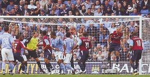 whu home 2005to06 action