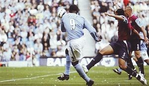 whu home 2005to06 action2