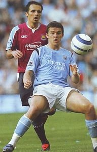 whu home 2005to06 action3