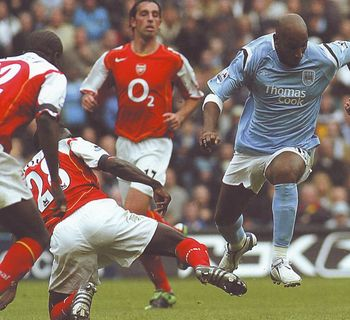arsenal home 2004 to 05 action