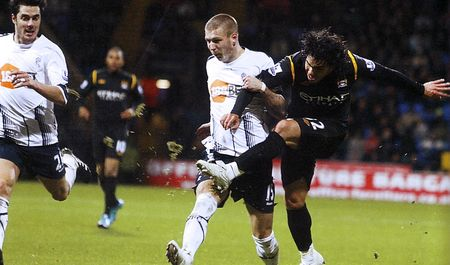 bolton away 2009 to 10 2nd tevez goal2