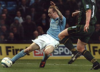 norwich home 2004 to 05 action