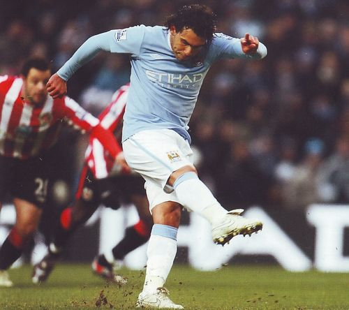 sunderland home 2009 to 10 tevez goal2