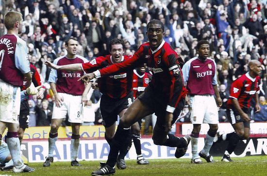 aston villa away 2003 to 04 distin goal2