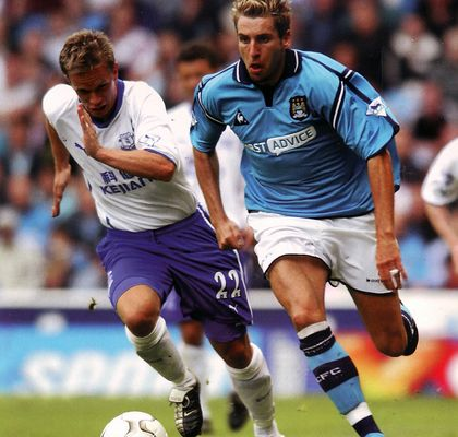 everton home 2002 to 03 action