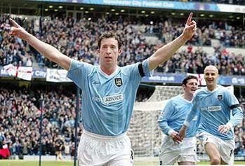man utd home 2003 to 04 fowler goal celeb