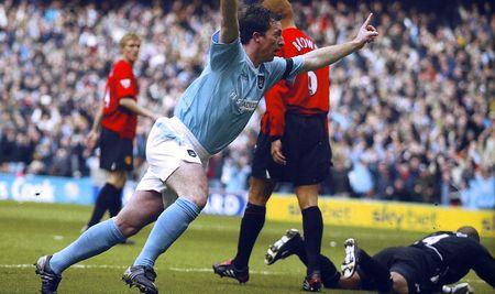 man utd home 2003 to 04 fowler goal celeb2