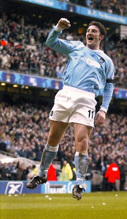 man utd home 2003 to 04 macken goal celeb