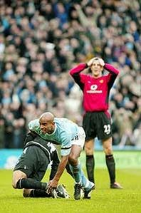 man utd home 2003 to 04 sinclair goal