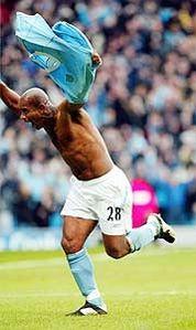 man utd home 2003 to 04 sinclair goal2