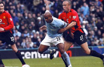man utd home 2003 to 04 sinclair goal3
