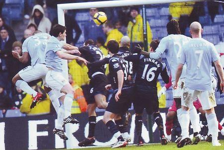 pompey home 2009 to 10 kompany goal2