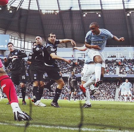 pompey home 2009 to 10 kompany goal3