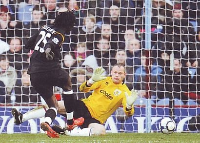 burnley away 2009 to 10 adebayor 2nd goala