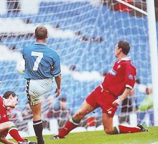 swindon home 1997 to 98 2nd dickov goal2