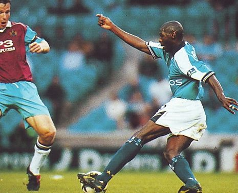 burnley worthington cup home 1998 to 99 action